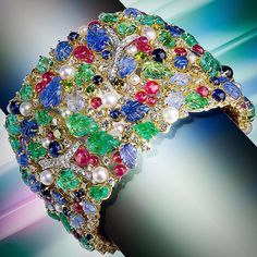 #scavia #jewel #oneofakind #awesome #style #handmadeinitaly #handmadeinitaly #madeinitaly #madeinitalywithlove #italianexcellence #gems #gold #design #bracelet #diamonds #blue #sapphires #yellow #elegant #emeralds #pearls #rubies #leaves