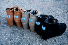 Toms shoes pair of the Toms shoes is mainly covered by canvas* which is made out of cotton and post-consumer plastic waste. Toms is willing to recycle the waste and turn it into production materials. shoes insole is made out of pig suede Cute Shoes, Me Too Shoes, Tom Shoes, Toms Desert Wedges, Toms Shoes Outlet, Shoe Boots, Shoe Bag, Ankle Boots, Crazy Shoes