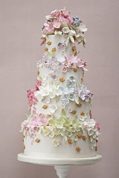 Our collection of wedding cakes pictures showcases an extensive amount of wedding cake ideas to inspire brides for their own wedding cake designs. Ivory Wedding Cake, Cool Wedding Cakes, Beautiful Wedding Cakes, Gorgeous Cakes, Wedding Cake Designs, Pretty Cakes, Cute Cakes, Floral Wedding, Amazing Cakes