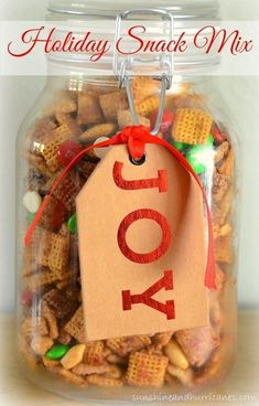 Easy Holiday Snack Mix Recipe ~ It will be a hit in the classroom, around the office, or as a sweet gift for your friends! It comes together in a snap and you'll never believe 5 minutes of work can taste so GOOD! Christmas Snack Mix, Christmas Party Food, Holiday Appetizers, Christmas Goodies, Christmas Baking, Christmas Treats, Simple Christmas, Holiday Parties, Packaging