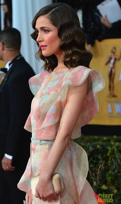 Rose Byrne's old Hollywood glam waves are the bridal perfect hairstyle for a #vintage #wedding.
