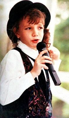 I was really surprised when I found out that she use to sing broadway tunes at these competitions<3