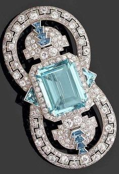 Circa 1925 Art Deco diamond, aquamarine, and platinum brooch, by Cartier. Art Deco Jewelry, Fine Jewelry, Jewelry Design, Gold Jewellery, Jewellery Shops, Jewlery, Aquamarine Jewelry, Turquoise Jewelry, Emerald Pendant