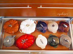 『#myhome #kitchen #storage』 ・ 『#鍋収納 〜見直し編〜その2』 ・ 今年1年ありがとうございました ・ 最後に今年猛烈に増殖した#ラココットデゴハン Mサイズの収納場所をかえたのでココハン、モチーフ物の鍋、ヤカンの集合写真でしめたいと思います♪ ・ 皆様、良いお年をお迎え下さい ・ 来年も宜しくお願い致します♪ ・ #家#暮らし#マイホーム#北欧#キッチン#キッチン収納#収納#キッチンツール#鍋#インテリア#キッチンハウス#ストウブ#ストウ部 #STAUB#interior #interiordesign #kitchentools  Yummery - best recipes. Follow Us! #kitchentools #kitchen
