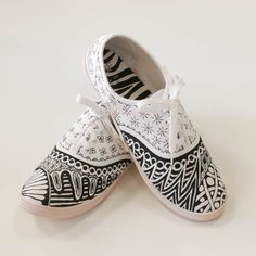 I used the art of Zentangle to make these tackies. I bought a pair of white tackies in the sale from Tesco, then drew all the designs on using a Pentel Fabric Pen in black. Working with this pen is fabulous as it self dries then it's waterproof.....No ironing, No setting of any kind...Wow...
