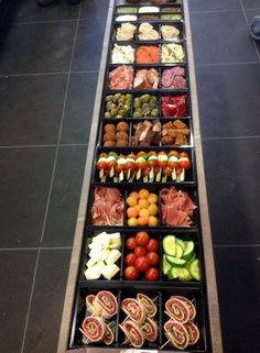 Uit den Bosch Party Food Bars, Snacks Für Party, Appetizer Recipes, Appetizers, Lunch Buffet, Xmas Food, Food Platters, High Tea, Food Design