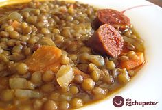 Lentejas - is a filling, nutritious and delicious dish. Moreover, it's quite easy to prepare: lentils are simply simmered with chorizo and other. Chorizo Recipes, Mexican Food Recipes, Soup Recipes, Cooking Recipes, Healthy Recipes, Lunch Recipes, Spanish Dishes, Spanish Food, Spanish Recipes