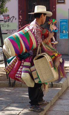 Basket Vender In Mexico Mexican Folk Art, Mexican Style, Mexican Heritage, People Of The World, World Cultures, Mexico Travel, Mexico City, Bunt, North America