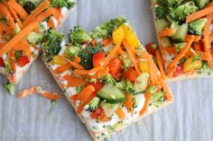 Crescent Roll Veggie Pizza - Made with refrigerator crescent rolls, cream cheese, ranch seasoning and fresh veggies Crescent Roll Veggie Pizza is easy and fast. It's a summertime classic and the perfect way to get everyone eating their veggies. Crescent Roll Veggie Pizza, Crescent Roll Appetizers, Crescent Roll Recipes, Veggie Recipes, Cooking Recipes, Healthy Recipes, Drink Recipes, Healthy Meals, Free Recipes
