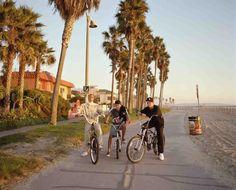 Samuel Hicks: Bikers, Venice Beach, California 2007