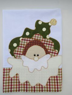 Pano de copa em picque com aplicação natalina em patch aplique.  Barra e aplicação em tecido 100% algodão.