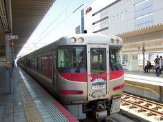特急はまかぜに「竹田城跡」ヘッドマーク-観光PR、姫路駅には「撮り鉄」も