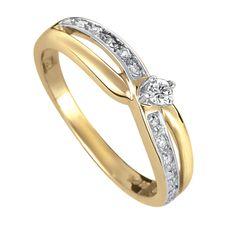 Solitario Dulce   Oro 14k con 6 puntos de diamante al centro y 6 laterales.   Color: H Claridad: VS Corte: Brillante Carat: 6 puntos de diamante al centro y 6 laterales  Precio en boutique$6,995.00 Precio en tienda online $6,645.00