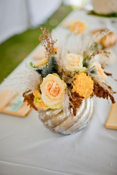 Lovely fall centerpiece ~ Photography by elysehall.com, Floral Design by aspenreneestudios.com
