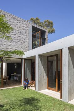 This house is a reinterpretation of a classic terrace house conceived by Aileen Sage Architects. A house designed by architect Amelia Holliday Architecture Awards, Residential Architecture, Interior Architecture, Concrete Architecture, Australian Architecture, Exterior Design, Interior And Exterior, Courtyard House, Built Environment