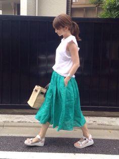 LUMIEさんのスカート「【STORY(ストーリィ)掲載】 【CanCam 4月号掲載】 リネン フレアカラースカート フレアスカート ロング丈 ロングスカート(MODE ROBE|モードローブ)」を使ったコーディネート