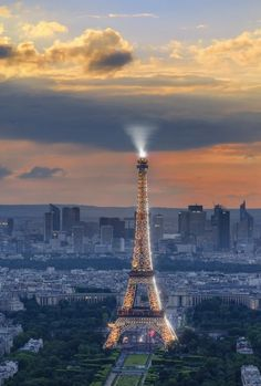 Eiffel Tower, Paris, take pictures from the top. Paris Torre Eiffel, Paris Eiffel Tower, Eiffel Towers, Beautiful Paris, I Love Paris, Hello Gorgeous, Paris France, Places To Travel, Places To See