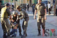 Piedra OnLine: Soldados israelíes detienen un niño palestino.-