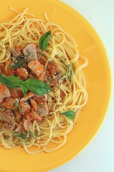 Esparguete com cubinhos de atum fresco