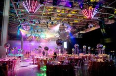Bill Fulghum filled the dining room with close to 100 mirrored disco balls, including an eight-foot ball that hung from the ceiling in the centre of the room. 70s Party, Disco Party, Disco Ball, Studio 54 Disco, Disco Theme, Gala Themes, Disco Night, Roller Disco, Electric Daisy Carnival