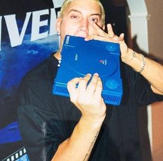 Eminem with the real og Video Games Funny, Funny Games, Eminem Slim Shady Lp, Eminem Poster, Eminem Funny, Marshall Eminem, Lord Pretty Flacko, First Rapper, Arte Hip Hop