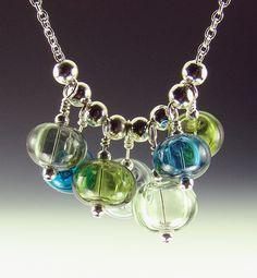 Hey, diesen tollen Etsy-Artikel fand ich bei https://www.etsy.com/de/listing/259777766/marina-hollow-lampwork-bead-halskette