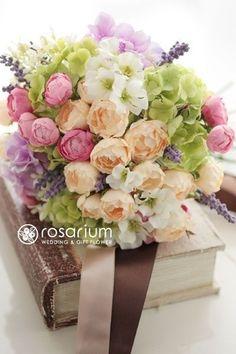 ロザリウム(Rosarium)  野の花を束ねたようなアーティフィシャルフラワーブーケ
