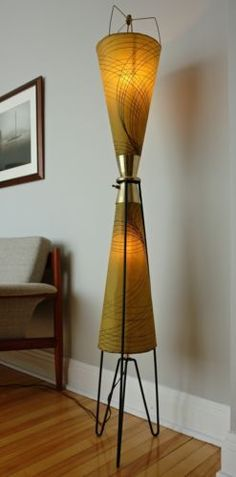 Mid-Century-Atomic-Tripod-Majestic-Floor-Lamp-FIGERGLASS-SHADES-amp-3-WAY-LIGHTS