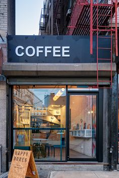 This New York City Coffee Shop Was Originally An Alleyway Ghislaine Vi as Interior Design and UM Project have completed the design of Happy Bones NYC a boutique coffee shop nbsp hellip Cozy Coffee Shop, Small Coffee Shop, Coffee Store, Coffee Latte, Coffee Scrub, Starbucks Coffee, Iced Coffee, Menu Restaurant Design, Café Restaurant