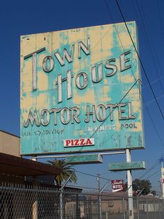 Fresno Neon Signs -  Town House Motor Hotel by Tom Spaulding, via Flickr