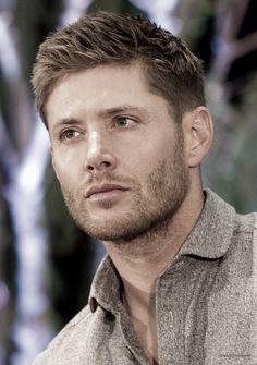 Jensen Ackles. Aparte de hot, maneja un 67 Chevy Impala en Supernatural.