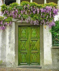 puerta de entrada color verde