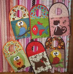 Coisas da Victa by Valéria Santos's favorites Love Sewing, Sewing For Kids, Baby Sewing, Patch Quilt, Applique Quilts, Knitting Projects, Sewing Projects, Chicken Crafts, Animal Quilts