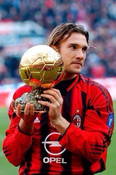 Andrei Schevchenko, Europees voetballer van het jaar, wint de gouden bal (2004)