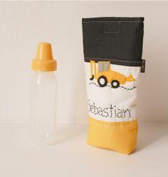 Porta mamadera con tractor caterpillar de fieltro! Estuche acolchado para llevar la mamadera de tu bebe, potegela al guardarla dentro del bolso. www,facebook.com/micaromia