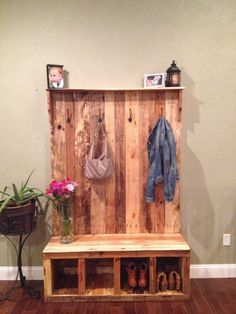 Pallet Furniture Projects pallet bench and closet project - The Beginner's Guide to Pallet Projects will teach you all about wood pallets and provide dozens of pallet project ideas you can use in your home. Entryway Bench Storage, Bench With Storage, Entry Bench, Storage Rack, Shoe Storage, Shoe Shelve, Entrance Table, Bathroom Storage, Diy Pallet Projects