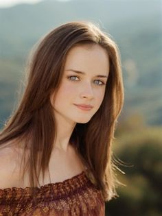 Various photoshoots of the beautiful-gorgeous-stunning Alexis Bledel. We miss the 'Gilmore Girls' so much. Gilmore Girls, Alexis Bledel, Cabelo Rory Gilmore, Mexican Hairstyles, Celebrity Hairstyles, Selena, Kate Middleton, Hair Color For Women, Beauty Photos