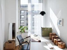 Study in a monochrome Swedish home with lovely light/ Kvarteret Mäkleri
