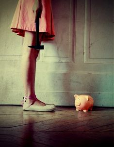 Oh, how I wanted to break open that piggy bank! :) (photo by Julie de Waroquier)