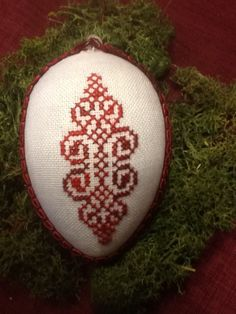 Osterei, Easter Egg Easter Eggs, Pot Holders, Cross Stitch, Craft Ideas, Easter Bunny, Hand Crafts, Crosses, Gifts, Punto De Cruz