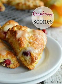 Perfectly little buttery, fluffy mini scones with fresh cranberries and a sweet orange glaze. Cranberry Orange Scones are pretty mini-treats just right for tea time. Brunch Recipes, Gourmet Recipes, Baking Recipes, Breakfast Recipes, Dessert Recipes, Desserts, Baking Pan, Baking Soda, Scone Recipes