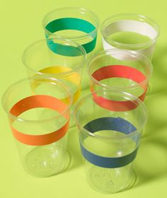 Electrical Tape as Cup Labels Avoid drink mix-ups by color-coding cups with electrical tape at a birthday party. Mixed Drinks, Fun Drinks, Colored Masking Tape, Washi Tape, Electrical Tape, New Uses, Tape Crafts, Party Entertainment, Kids Corner
