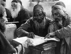 Yemenite Jews studying Torah in Sana'a