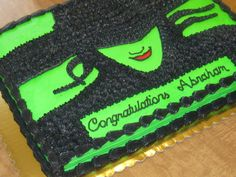 Wicked: The Musical cake – KB Cakes & Creations Sorority Canvas, Sorority Paddles, Sorority Crafts, Sorority Recruitment, Wicked Musical, 21st Birthday Cakes, Holiday Cakes, Creative Cakes, Cake Creations
