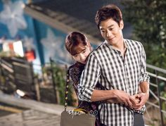 닥터스케치 15 백허그한 박신혜의 팔을 감싸는 김래원, 박신혜 이미지