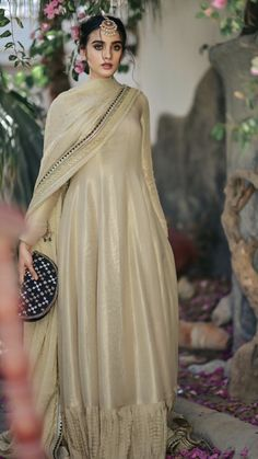 New Wedding Dress Indian, Desi Wedding Dresses, Pakistani Wedding Outfits, Dress Indian Style, Bridal Outfits, Pakistani Dresses, Indian Dresses, Indian Outfits, Bridal Dresses