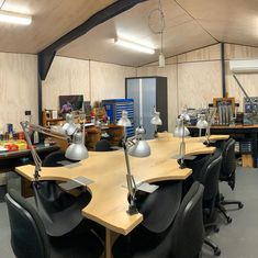 The studio deep clean is finally finished and classes start again tomorrow. I took the opportunity to rearrange the studio and I finally have a pace to store all of the tools and equipment. Most workshops are fully booked until September and I'm now also holding weekday workshops. You can see dates and workshops by following the link in the bio.