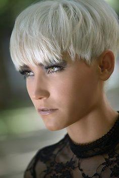 short blonde hairstyle for women Grey Hair Roots, Grey Hair Dye, Grey Wig, Dyed Hair, Short Hair Cuts, Short Hair Styles, Shampoo For Gray Hair, Corte Y Color, Hair 2018