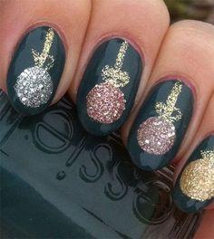 Χριστουγεννιάτικα νύχια με χρυσόσκονη