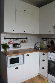 Small Kitchen Remodeling 20 Small Kitchen Ideas With French Country Style - Trendecora - Small kitchen design ideas should be ways you come up with to save as much space as possible while having […] Interior Design Boards, Interior Design Kitchen, Studio Interior, New Kitchen, Kitchen Decor, Kitchen Ideas, Mini Kitchen, Studio Kitchen, Decorating Kitchen